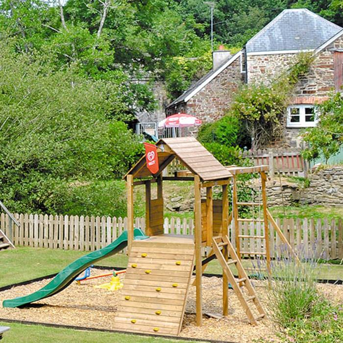 family-getaways-for-less-this-october-half-term-7-off-7-offfamily_getway_cottages.jpg