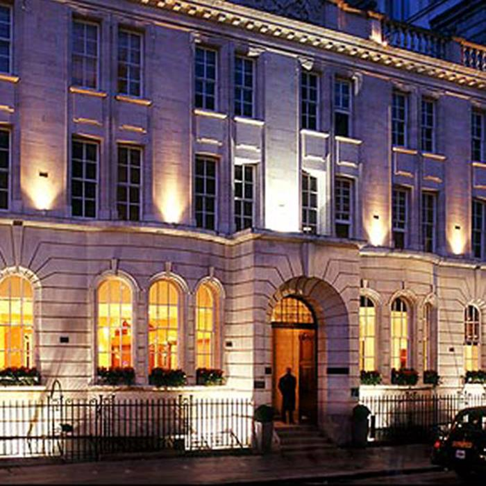 virgin-experience-days-champagne-cinema-evening-for-two-at-the-5-luxury-courthouse-hotel-london-only-and-163-3225-save-25-now-only-and-163-3225Virgin_Experience_Days_Champagne_Cinema_7thOct.jpg